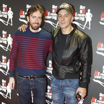 Daniel Sánchez Arévalo y Roberto Álamo en el estreno de 'Hoy no me puedo levantar'