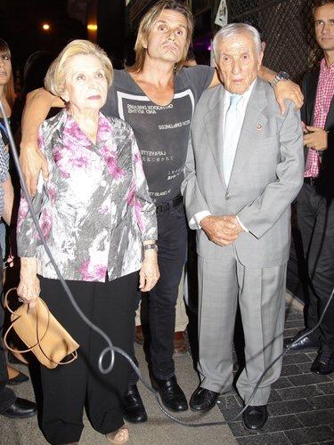 Nacho Cano con sus padres sin poder entrar a 'Hoy no me puedo levantar'