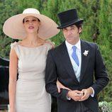 Eva González y Cayetano Rivera posan para la prensa en la boda de Fran Rivera y Lourdes Montes en Ronda