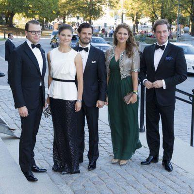 Daniel, Victoria, Carlos Felipe y Magdalena de Suecia con Christopher O' Neill en el Jubileo del Rey