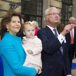 Los Reyes de Suecia con la Princesa Estela en el Jubileo del Rey Carlos Gustavo de Suecia