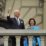 Los Reyes de Suecia brindan por el Jubileo del Rey Carlos Gustavo de Suecia