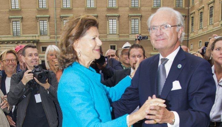 Los Reyes de Suecia bailando en el Jubileo del Rey Carlos Gustavo de Suecia