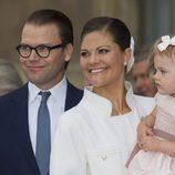 Victoria y Daniel de Suecia con la Princesa Estela en el Jubileo del Rey Carlos Gustavo de Suecia