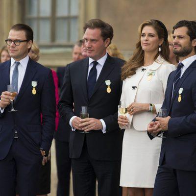 Los Príncipes Daniel, Carlos Felipe y Magdalena y Chris O'Neill en el Jubileo del Rey Carlos Gustavo de Suecia