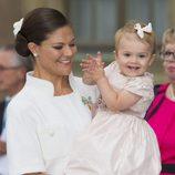 La Princesa Estela sonríe junto a Victoria de Suecia en el Jubileo del Rey Carlos Gustavo de Suecia