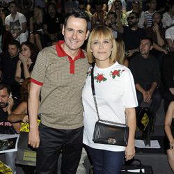 Antonia San Juan y Luis Miguel Seguí en el desfile primavera/verano 2014 de Carlos Díez y María Escoté