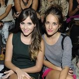Lucía Ramos y Silvia Alonso en el desfile primavera/verano 2014 de Dolores Cortés en Madrid Fashion Week
