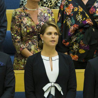 Chris O'Neill, la Princesa Magdalena y el Príncipe Carlos Felipe durante la apertura del Parlamento