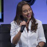 Chenoa cantando en directo durante la presentación del disco 'Otra Dirección'