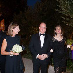 Carolina y Alberto de Mónaco con Carlota Casiraghi en un acto en el Museo Villa Paloma