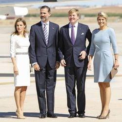 Los Príncipes de Asturias con los Reyes de Holanda a su llegada a España