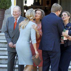 Los Reyes de España y la Infanta Elena saludan a los Reyes de Holanda en Zarzuela