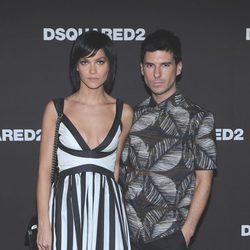 Lezark Leigh y Geordon Nicol en el desfile primavera/verano 2014 de Dsquared2 en Milan Fashion Week