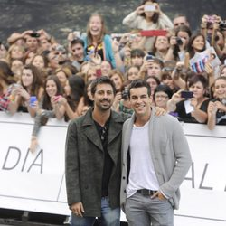 Hugo Silva y Mario Casas en el Festival de San Sebastián 2013