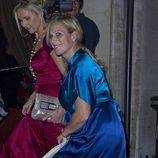 Zara Phillips luce embarazo en la gala Boodles Boxing Ball