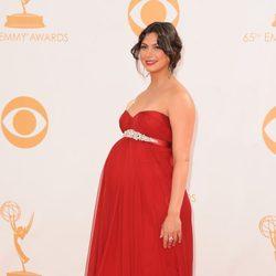 Morena Baccarin en la alfombra roja de los Emmy 2013