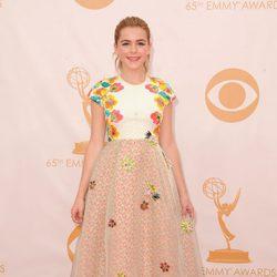 Kiernan Shipka en la alfombra roja de los Emmy 2013