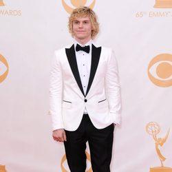 Evan Peters en la alfombra roja de los Emmy 2013