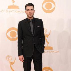 Zachary Quinto en la alfombra roja de los Emmy 2013