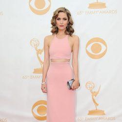 Rose Byrne en la alfombra roja de los Emmy 2013