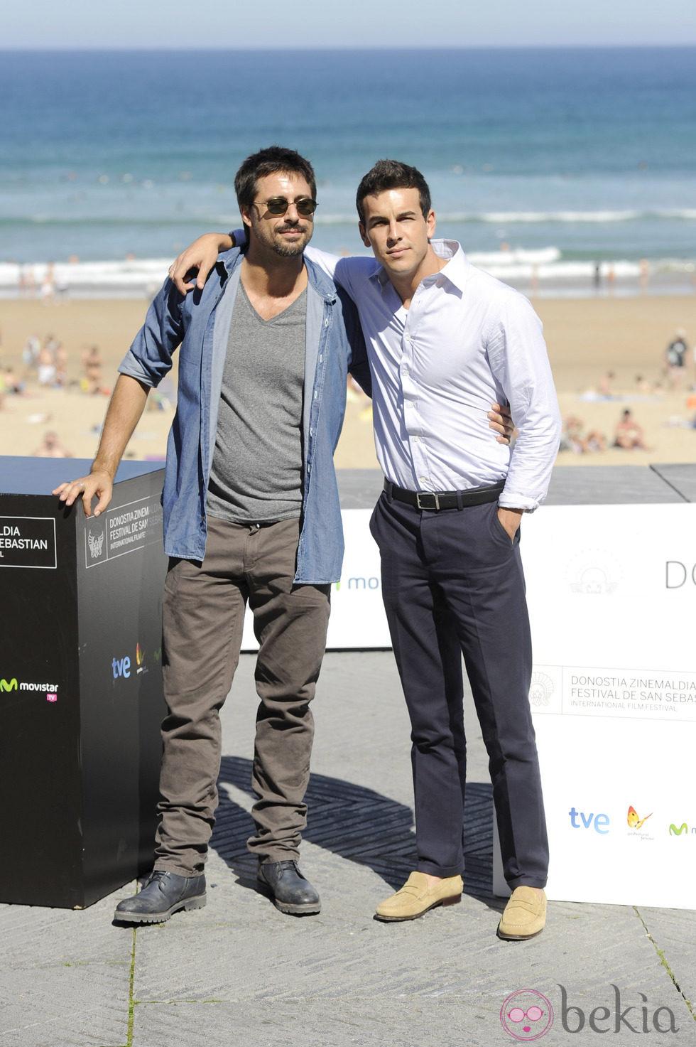 Hugo Silva y Mario Casas presentan 'Las Brujas de Zugarramurdi' en el Festival de San Sebastián 2013