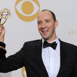 Tony Hale con su Emmy 2013 a Mejor actor secundario de comedia