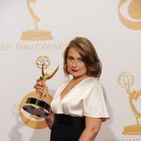 Merritt Wever con su Emmy 2013 a Mejor actriz secundaria de comedia