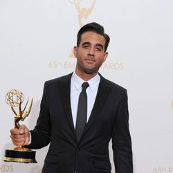 Bobby Cannavale con su Emmy 2013 a Mejor actor secundario de drama