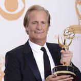Jeff Daniels con su Emmy 2013 a Mejor actor de drama