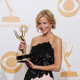 Anna Gunn con su Emmy 2013 a Mejor actriz de reparto de drama