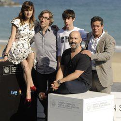 El equipo de 'Vivir es fácil con los ojos cerrados' en el Festival de San Sebastián 2013
