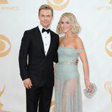 Derek Hough y Julianne Hough en los Emmy 2013