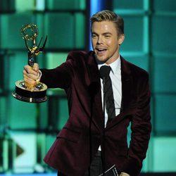 Derek Hough recibe un Emmy
