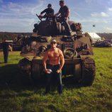 Scott Eastwood luce pectorales en el rodaje de 'Fury'