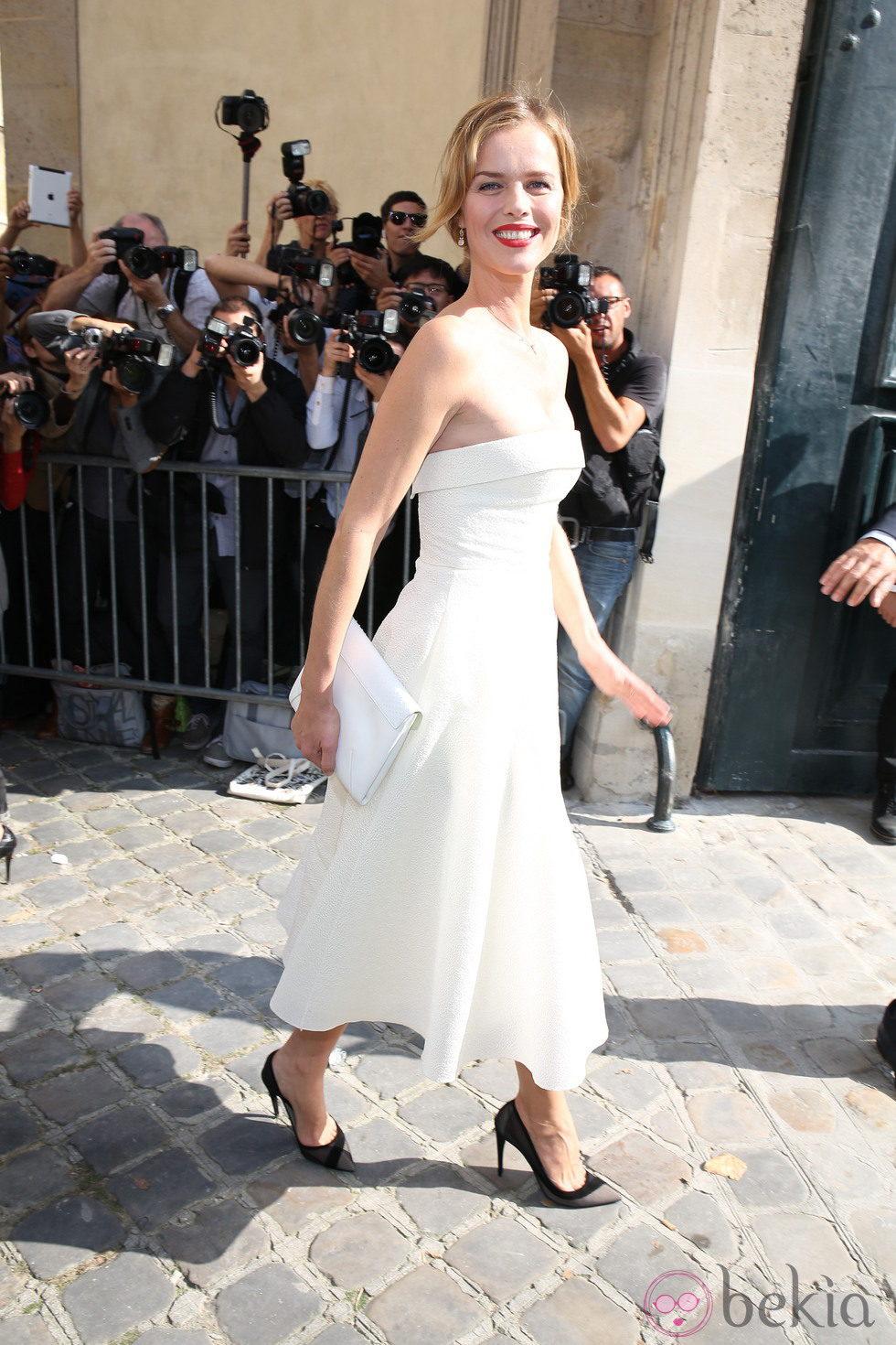 Eva Herzigová en la Semana de la Moda de París primavera/verano 2014