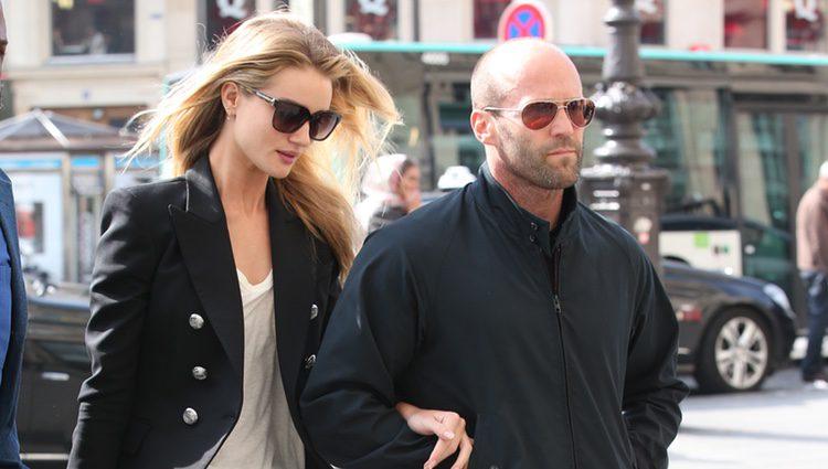 Jason Statham y Rosie Huntington-Whiteley en la Semana de la Moda de París primavera/verano 2014