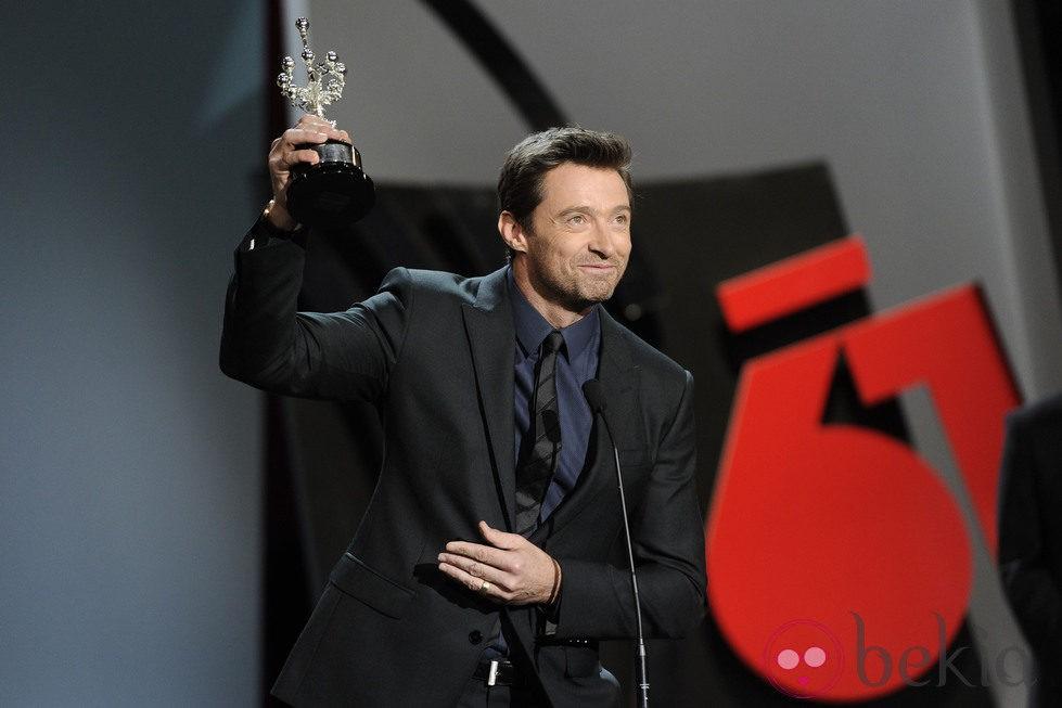 Hugh Jackman con su Premio Donostia en el Festival de San Sebastián 2013