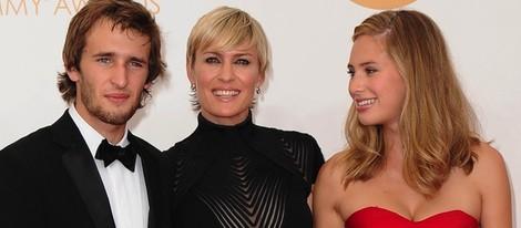 Hopper Penn, Robin Wright y Dylan Penn en los Premios Emmy 2013