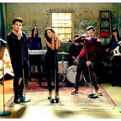 Demi Lovato y Adam Lambert con los protagonistas de 'Glee'