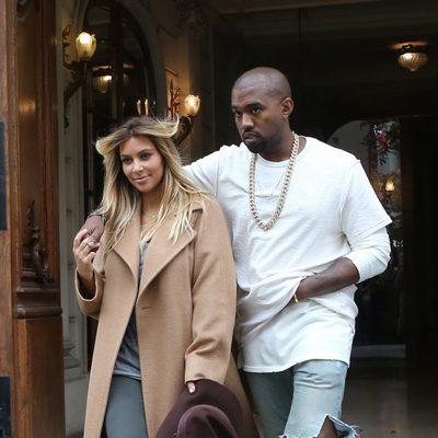 Kim Kardashian y Kanye West salen de una tienda en París