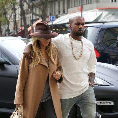 Kim Kardashian y Kanye West dan un paseo por París