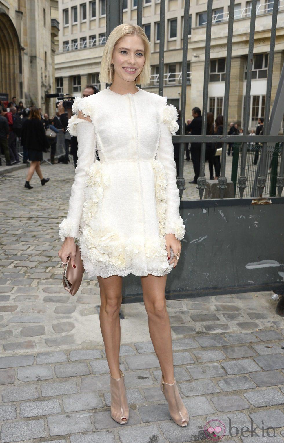 Elena Perminova en el desfile de Giambattista Valli en la Paris Fashion Week