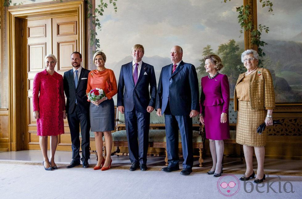 Los Reyes de Holanda con la Familia Real Noruega en Oslo