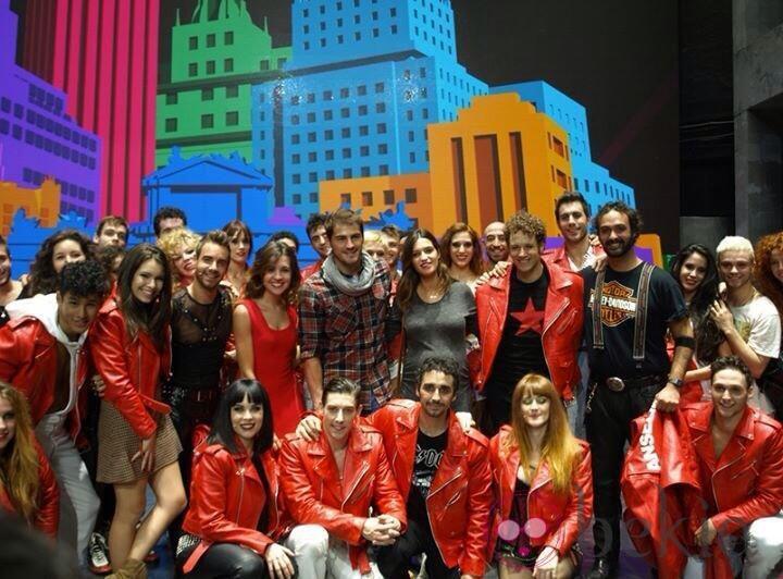 El elenco de 'Hoy no me puedo levantar' con Iker Casillas y Sara Carbonero