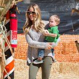 Kristin Cavallari en el parque de las calabazas de Los Ángeles con su hijo Camden Jack