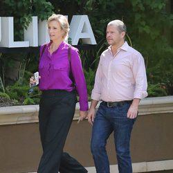 Jane Lynch a la salida de un restaurante de 'Los Ángeles'