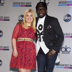 Kelly Clarkson y will.i.am leen la lista de nominados a los American Music Awards 2013