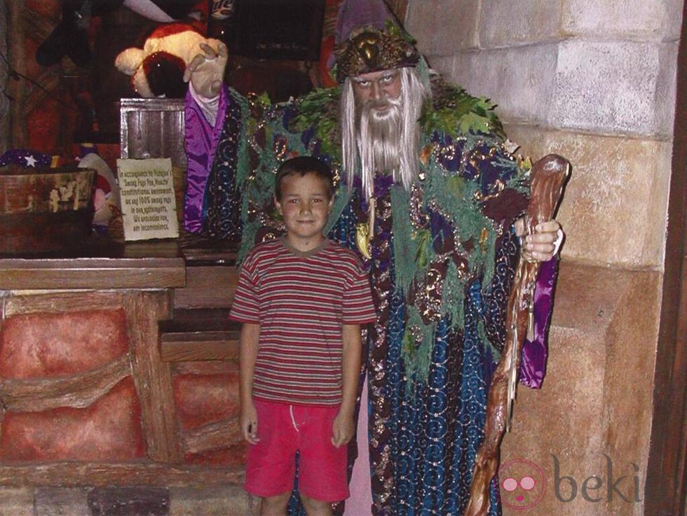 Liam Payne junto a un brujo cuando era pequeño