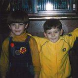 Louis Tomlinson con unos amigos cuando era pequeño